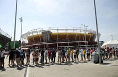 Fila na Vila Olímpica 06/08/2016 REUTERS/Kevin Lamarque