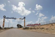 Los países occidentales, incluyendo Estados Unidos, Francia y Reino Unido dijeron en un comunicado conjunto el miércoles que estaban preocupados por la creciente tensión en torno a la terminal de petróleo libia de Zueitina. Imagen de archivo con vista general de la terminal de Zueitina, al oeste de Bengasi, el 7 de abril de 2014. REUTERS/Esam Omran Al-Fetori