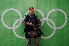 Homem da Força Nacional faz segurança em local dos Jogos  30/7/2016 REUTERS/Stefan Wermuth