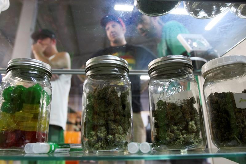 Factbox:大麻行业对DEA对大麻的决定作出反应