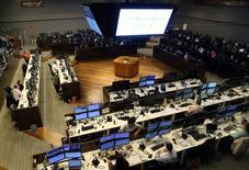 Operadores trabajando en la Bolsa de Valores de Sao Paulo, mayo 24, 2016. La Bolsa de Sao Paulo subía el jueves, mientras los inversores revisaban una nueva serie de resultados corporativos trimestrales en una sesión en la que no hay previstos muchos indicadores económicos.  REUTERS/Paulo Whitaker
