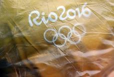 Lona com logo da Rio 2016 no Estádio Aquático Maria Lenk. 10/08/2016 REUTERS/Kai Pfaffenbach