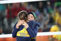 Ágatha e Bárbara após vitória sobre dupla russa na Rio 2016.     14/08/2016      Kevin Jairaj-USA TODAY Sports