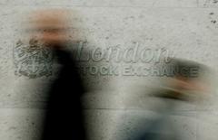 Les principales Bourses européennes ont ouvert mercredi en légère baisse, confirmant la pause observée la veille après deux semaines de progression qui les ont portées à des plus hauts depuis le vote britannique en faveur d'une sortie de l'Union européenne fin juin. À Paris, l'indice CAC 40 perd 0,07% à 4.457,32 points vers 07h15 GMT. À Francfort, le Dax cède 0,28% et à Londres, le FTSE est stable en pourcentage.  L'indice EuroStoxx 50 de la zone euro est en recul de 0,16% et le FTSEurofirst 300 de 0,04%. /Photo d'archives/REUTERS/Stephen Hird