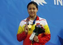 Chinesa Chen Xinyi posa com medalha após vencer os 50 m nado livre nos 17º Jogos Asiáticos em Incheon 2/09/2014  REUTERS/Tim Wimborne