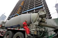 Le numéro un chinois des matériaux de construction, China National Building Materials Group Corp (CNBM), va racheter son compatriote China National Materials Corp (Sinoma) après le feu vert donné à cette opération par les autorités chinoises. /Photo prise le 15 juillet 2016/REUTERS/Jason Lee