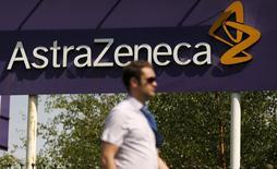 AstraZeneca a annoncé mercredi la cession à Pfizer de son segment antibiotiques, une opération qui pourrait dépasser 1,5 milliard de dollars (1,3 milliard d'euros). /Photo d'archives/REUTERS/Phil Noble