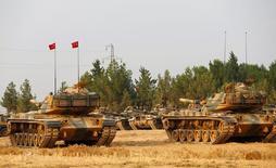Tanques turcos na fronteira entre Turquia e Síria. 25/08/2016 REUTERS/Umit Bektas