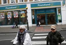 Le fonds activiste Elliott Capital a porté sa participation dans le capital de l'enseigne discount britannique Poundland à 22,7%, ce qui le place en position de bloquer l'OPA amicale du groupe sud-africain Steinhoff International Holdings. /Photo d'archives/REUTERS/Stefan Wermuth