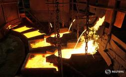 Цех медного завода в Норильске 16 апреля 2010 года. Индекс PMI производственного сектора РФ в августе достиг значения в 50,8 пункта против 49,5 пункта в июле, что обусловлено небольшим ускорением производства и увеличением количества новых заказов, сообщили аналитики Markit.  REUTERS/Ilya Naymushin/File Photo
