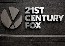Logomarca da 21st Century Fox na sede da News Corporation em Manhattan, em Nova York 29/04/2016 REUTERS/Brendan McDermid