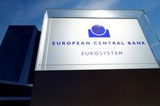 La Banque centrale européenne a maintenu jeudi ses taux directeurs inchangés, comme prévu, et elle n'a pas non plus modifié les modalités de son programme de rachats de titres. Le taux de refinancement a été maintenu jeudi à 0,0%, le taux de facilité de dépôt à -0,40% et le taux de prêt marginal à 0,25%. /Photo prise le 8 septembre 2016/REUTERS/Ralph Orlowski
