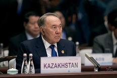 Президент Казахстана Нурсултан Назарбаев на саммите G20 в Ханчжоу, Китай, 4 сентября 2016 года. Долларовые облигации Казахстана выросли в четверг, а обязательства с более длинным сроком обращения обновили рекордные высоты после объявления президента о кадровых перестановках на основных правительственных должностях. REUTERS/Nicolas Asfonri/Pool