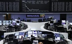 Фондовая биржа Франкфурта-на-Майне. Европейские индексы снизились максимально почти за три месяца в начале торгов понедельника из-за глобальной распродажи акций и облигаций, поскольку инвесторы тревожатся о прогнозе относительно монетарной политики США. REUTERS/Staff/Remote