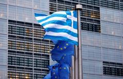 Les créanciers de la Grèce ont entamé lundi une première réunion d'évaluation des progrès du pays sur les réformes prévues dans le cadre de son plan de sauvetage international négocié en 2015. Cet examen, effectué par les chefs de mission de la Commission européenne, du Mécanisme européen de stabilité financière (MES), de la Banque centrale européenne et du Fonds monétaire international, est obligatoire avant que la Grèce puisse toucher une nouvelle tranche d'aide de 2,8 milliards d'euros. /Photo d'archives/REUTERS/Francois Lenoir