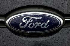 """Ford a annoncé mercredi que ses résultats financiers souffriraient en 2017 de la comparaison à ceux de cette année en raison d'une hausse des dépenses consacrées à des """"opportunités émergentes""""./Photo d'archives/REUTERS/François Lenoir"""
