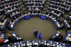 Lors d'un discours sur l'état de l'union devant le Parlement européen à Strasbourg, le président de la Commission européenne, Jean-Claude Juncker, a proposé mercredi un plan de déploiement de la 5G, la nouvelle norme de télécommunication mobile qui permettra de développer l'internet des objets, d'ici 2025. /Photo prise le 14 septembre 2016/REUTERS/Vincent Kessler