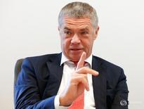 Зампред Газпрома Александр Медведев на Саммите Рейтер в Москве 15 сентября 2016 года. Российский газовый концерн Газпром определился с активами, которые хочет получить в рамках обмена с австрийской OMV, но не согласен обойтись четвертью пакета в холдинговой компании, сказал в интервью Рейтер зампред Газпрома Александр Медведев. REUTERS/Grigory Dukor