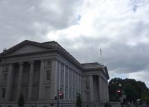 El Departamento del Tesoro en Washington, sep 29, 2008. La curva de rendimientos de los bonos del Tesoro estadounidense se amplió el jueves a su mayor nivel en dos meses y medio, después de que las ventas minoristas del país cayeron más de lo previsto en agosto, reduciendo aún más la probabilidad de que la Reserva Federal suba las tasas de interés la próxima semana.      REUTERS/Jim Bourg