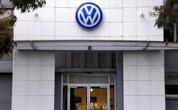 Le Land de Hesse a décidé à son tour de poursuivre Volkswagen pour les dommages causés par le scandale des tests d'émissions polluantes truqués. /Photo d'archives/REUTERS/David Gray