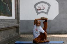 Kung Fu master Li Liangui demonstrates Suogugong Kung Fu skills for the camera at a park in Beijing, China, June 30, 2016. REUTERS/Kim Kyung-Hoon