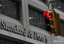 """Здание Standard & Poor's в финансовом районе Нью-Йорка. Международное рейтинговое агентство Standard & Poor's подтвердило в пятницу долгосрочный суверенный рейтинг России на уровне """"BB+"""" и улучшило его прогноз до """"стабильного"""" с """"негативного"""". REUTERS/Brendan McDermid"""