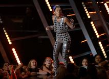 Show host Miley Cyrus speaks on stage at the 2015 MTV Video Music Awards in Los Angeles, California August 30, 2015.  REUTERS/Mario Anzuoni