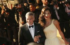 George Clooney e a mulher Amal durante Festival de Cannes. 12/5/2016. REUTERS/Regis Duvignau