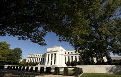 La Reserva Federal de Estados Unidos dejó sin cambios su tipo de interés de referencia el miércoles, pero señaló que podría endurecer su política monetaria a fin de año porque el mercado laboral ha seguido fortaleciéndose. En la imagen de archivo, la sede de la Fed en Washington, el 16 de septiembre de 2016. REUTERS/Kevin Lamarque