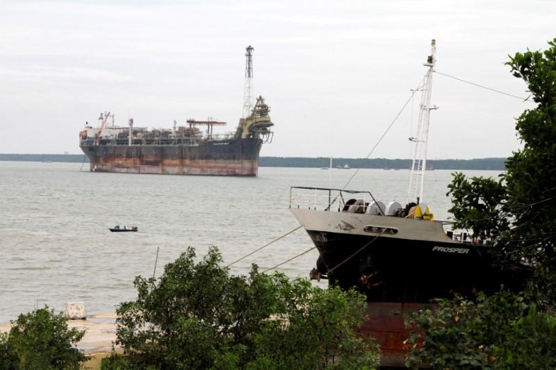 Oil bet gone wrong: rusting tankers and rigs clog up Asian