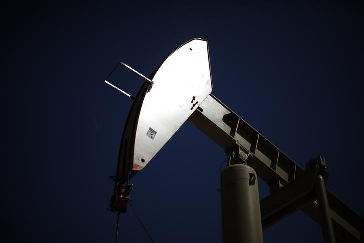 A pumpjack drills for oil in the Monterey Shale, California, April 29, 2013. REUTERS/Lucy Nicholson