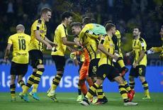 Jogadores do Borussia Dortmund comemoram vitória sobre o Freiburg.  23/09/16.     RUTERS/Thilo Schmuelgen