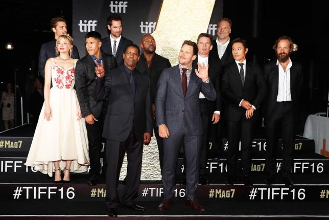 The cast poses on the red carpet for the film ''The Magnificent Seven'' during the 41st Toronto International Film Festival (TIFF), in Toronto, Canada, September 8, 2016.    REUTERS/Mark Blinch  - RTX2OQK3