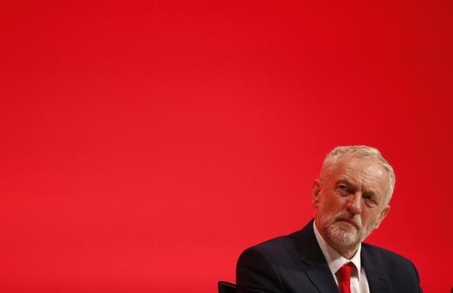 9月26日、英労働党が左派的な経済政策を打ち出した。写真はコービン党首。リバプールで25日撮影(2016年 ロイター/Peter Nicholls)