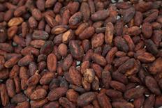 Granos de cacao almacenador en la granja Sarita en Calceta, Ecuador, jun 4, 2016. Latinoamérica puede jugar un papel clave para satisfacer la creciente demanda de cacao en un momento en que la producción en Asia desciende, dijeron operadores y analistas en un encuentro organizado por la Organización Internacional del Cacao.  REUTERS/Guillermo Granja