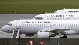 Le conseil de surveillance de Lufthansa a donné mercredi son accord au rachat de la totalité du capital de Brussels Airlines dans le cadre de la stratégie mise en oeuvre par la compagnie aérienne allemande pour développer sa filiale à bas coûts Eurowings via des acquisitions. /Photo d'archives/REUTERS/François Lenoir
