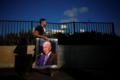 Mourning Shimon Peres
