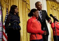 Obama, Michelle e Simone Biles durante recepção a atletas na Casa Branca.  29/9/2016. REUTERS/Yuri Gripas