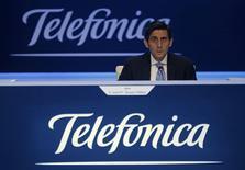 Las acciones de Telefónica  perdían el viernes más de un 4,5 por ciento tras anunciar la víspera que cancelaba la salida a bolsa de su filial de infraestructuras Telxius al no despertar suficiente apetito inversor durante el periodo de prospección de la demanda. En la imagen de archivo, el presidente de Telefónica, José María Álvarez-Pallete, durante la junta de accionistas de la compañía en Madrid, el 12 de mayo de 2016. REUTERS/Sergio Pérez