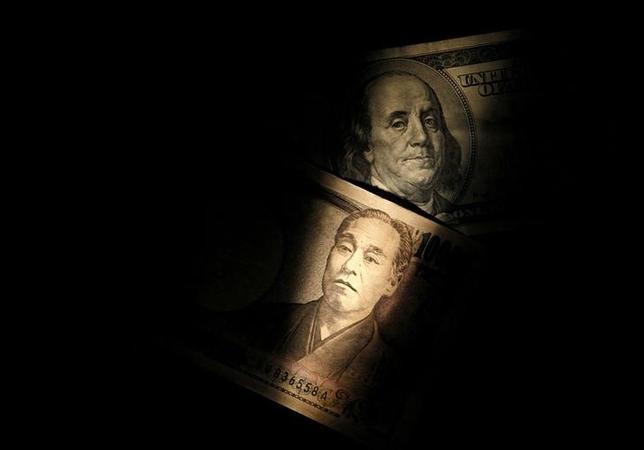 9月30日、為替スワップ経由のドル調達コストが、日銀緩和を受けた「円のバーゲン」で2009年2月以来の高水準に達している。2013年2月撮影(2016年 ロイター)