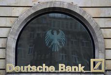 Logo do Deutsche Bank é visto em agência em Frankfurt, Alemanha 30/09/2016 REUTERS/Kai Pfaffenbach