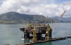 Em foto de arquivo, plataforma de produção semisubmersa P-56 da Petrobras, durante sua construção, em Angra dos Reis 24/02/2011 REUTERS/Sergio Moraes