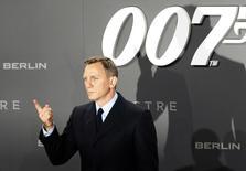 Ator Daniel Craig posa durante lançamento de filme 007 em Berlim. 28/10/2015. REUTERS/Fabrizio Bensch