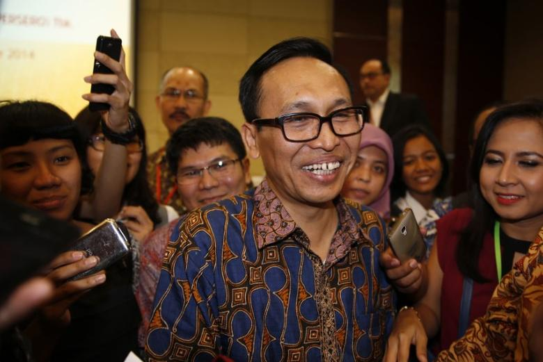 Newly-appointed PT Garuda Indonesia Chief Executive Officer (CEO) Arif Wibowo attends a news conference at Garuda Indonesia head office in Tangerang, December 12, 2014. REUTERS/Beawiharta