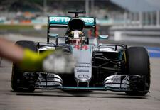 Formula One - F1 - Malaysia Grand Prix - Sepang, Malaysia- 1/10/16  Mercedes' Lewis Hamilton of Britain in action during third practice. REUTERS/Edgar Su