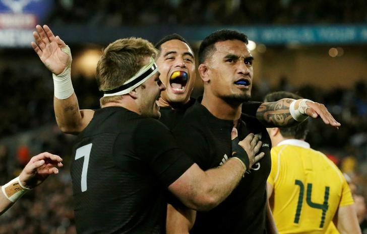 New Zealand's flanker Jerome Kaino (R) celebrates his try with team mates.   REUTERS/Jason Reed