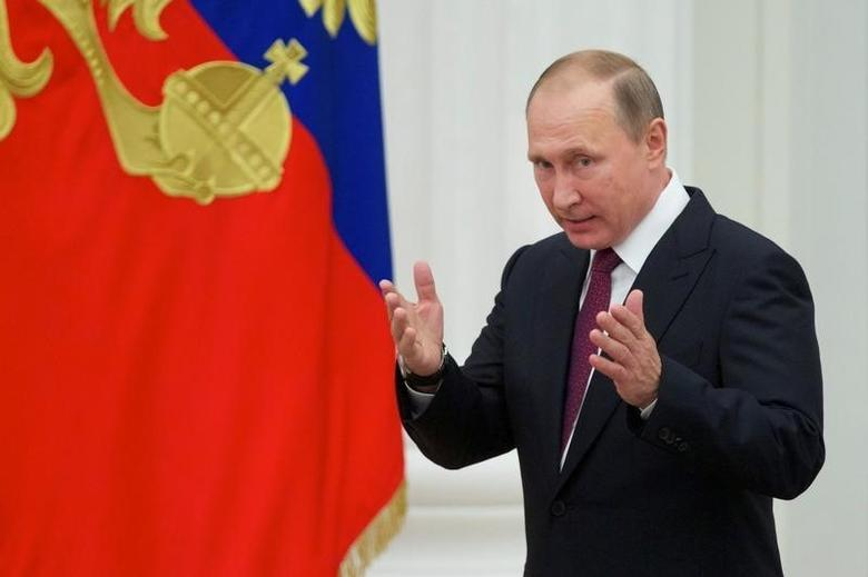 Russian President Vladimir Putin attends an awarding ceremony at the Kremlin in Moscow, Russia, September 22, 2016. REUTERS/Ivan Sekretarev