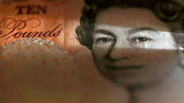 10月3日、終盤のニューヨーク外為市場では、メイ英首相が欧州連合(EU)離脱に向けた交渉を来年3月末までに開始すると2日に表明したことを受け、ポンドがドルに対して31年ぶりの安値に接近、ユーロに対しては約3年ぶりの安値に下落した。3月撮影(2016年 ロイター/Phil Noble/Illustration/File Photo)