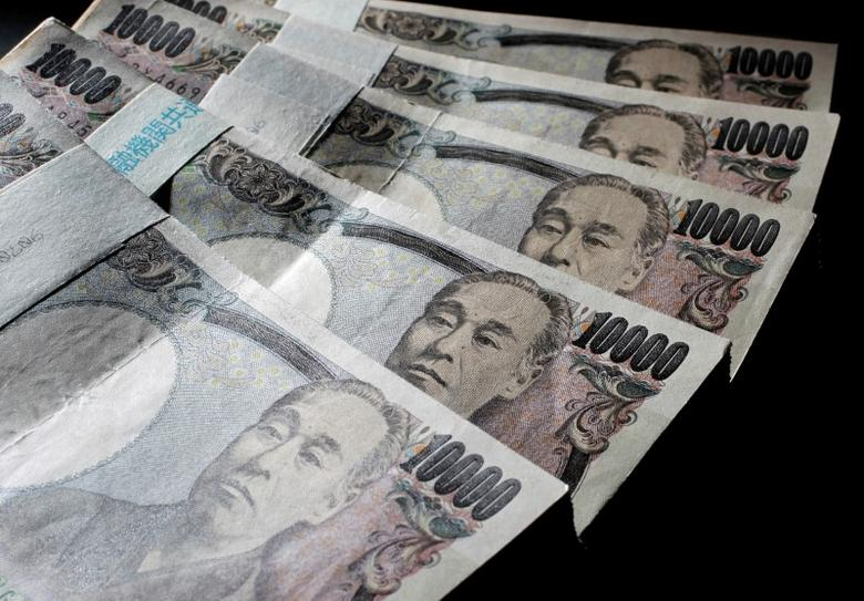 Illustrative picture shows Japanese 10,000 yen bank notes spread out at an office of World Currency Shop in Tokyo in this August 9, 2010 illustrative picture. REUTERS/Yuriko Nakao/File Photo