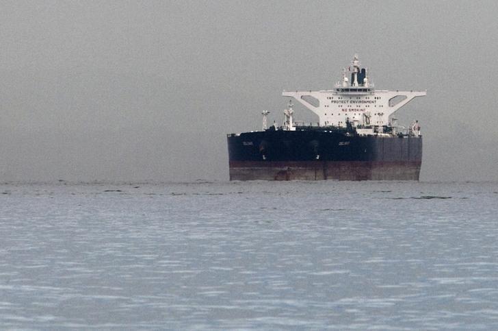 2012年3月1日,在新加坡海域停泊的挂马耳他国旗的伊朗油轮''Delvar'' 。REUTERS/Tim Chong